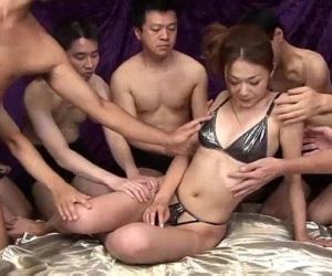 Sakura Hirota enjoys being the centerpiece in this raunchy orgy - 5 min